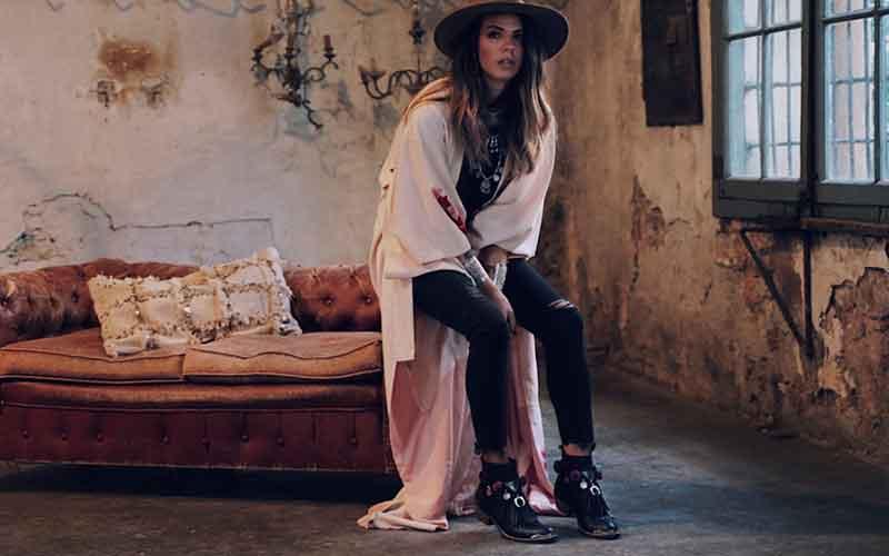 Modelo Laura Matamoros de las botas Layer Boots para mujer