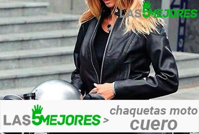 mujer con chaqueta de cuero para moto