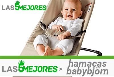 bebé sonriente en silla babybjorn